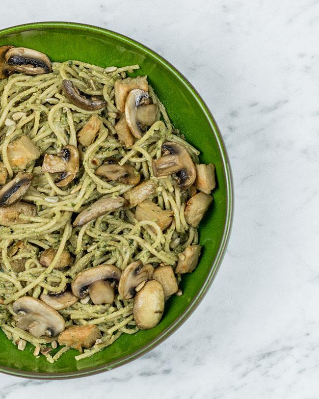 Vegetarian pesto pasta